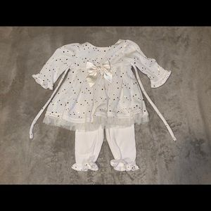 👶 Gold Glittered Cream outfit